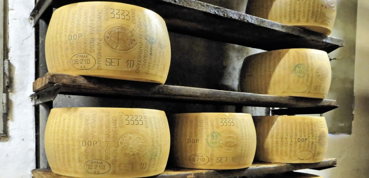 Parma, beroemd om zijn parmaham en parmazaanse kaas