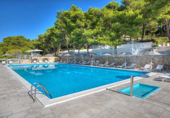 Hotel & Riviera